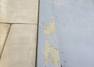 Peeling floor coating due to moisture